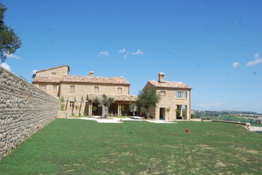 realmente-realestate-vr252-villa-monte-san-martino-le-marche-italia-3