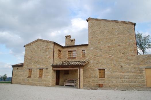 realmente-realestate-vr252-villa-monte-san-martino-le-marche-italia-5